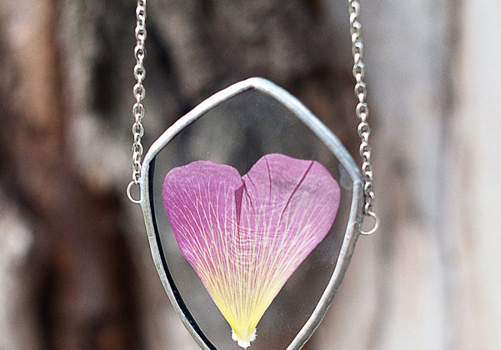 WWHeart Pressed Flower Petal Necklace Handmade Glass Pendant