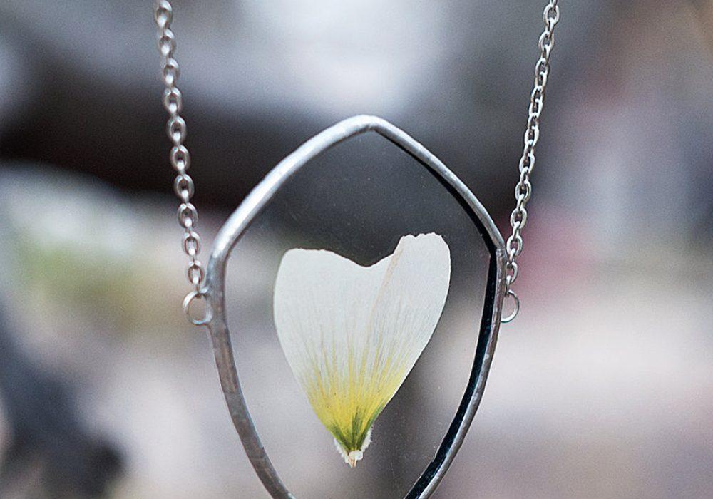 WWHeart Pressed Flower Petal Necklace Jewelry