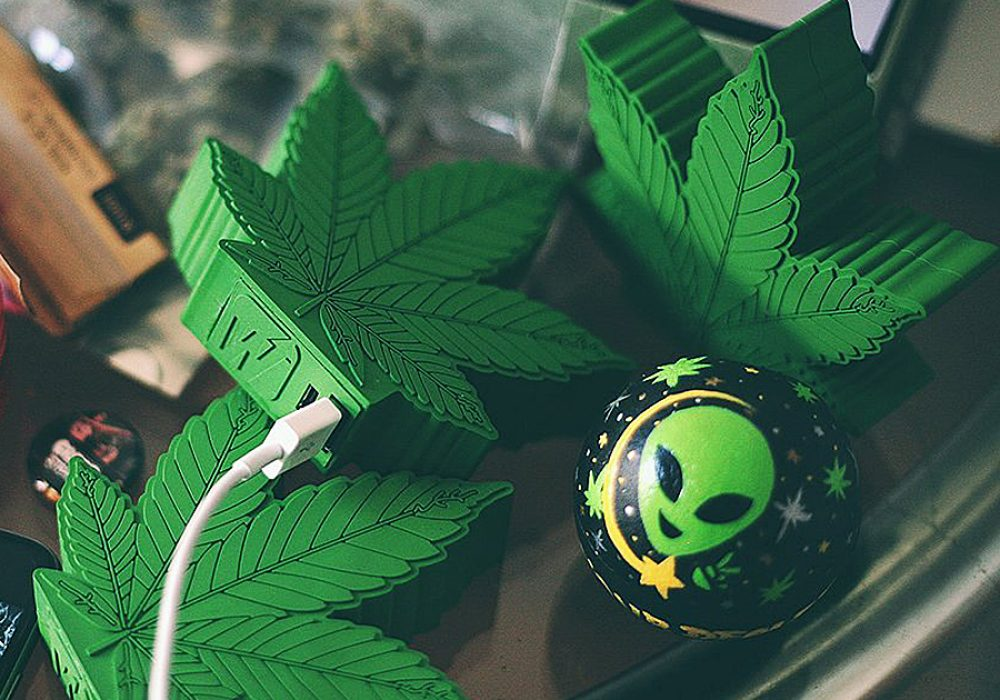 wattz-up-green-crack-portable-charger-liothium-ion-battery